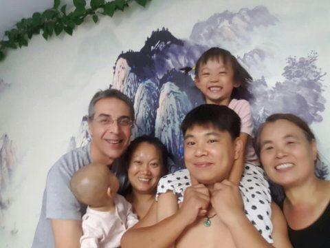 Ученики LTL в Чендэ с приемной семьей