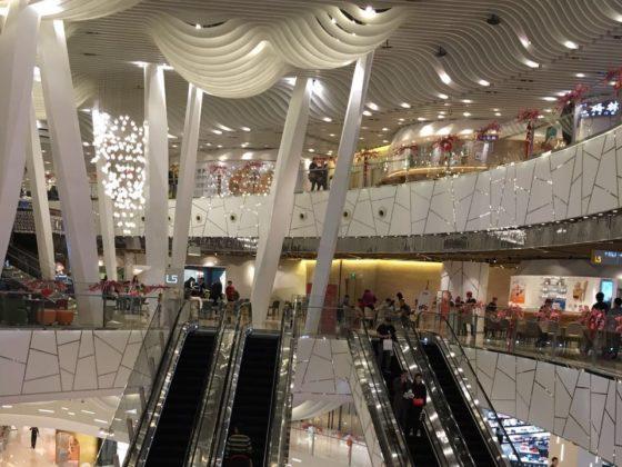 Торгово-развлекательные центры Шанхая очень велики