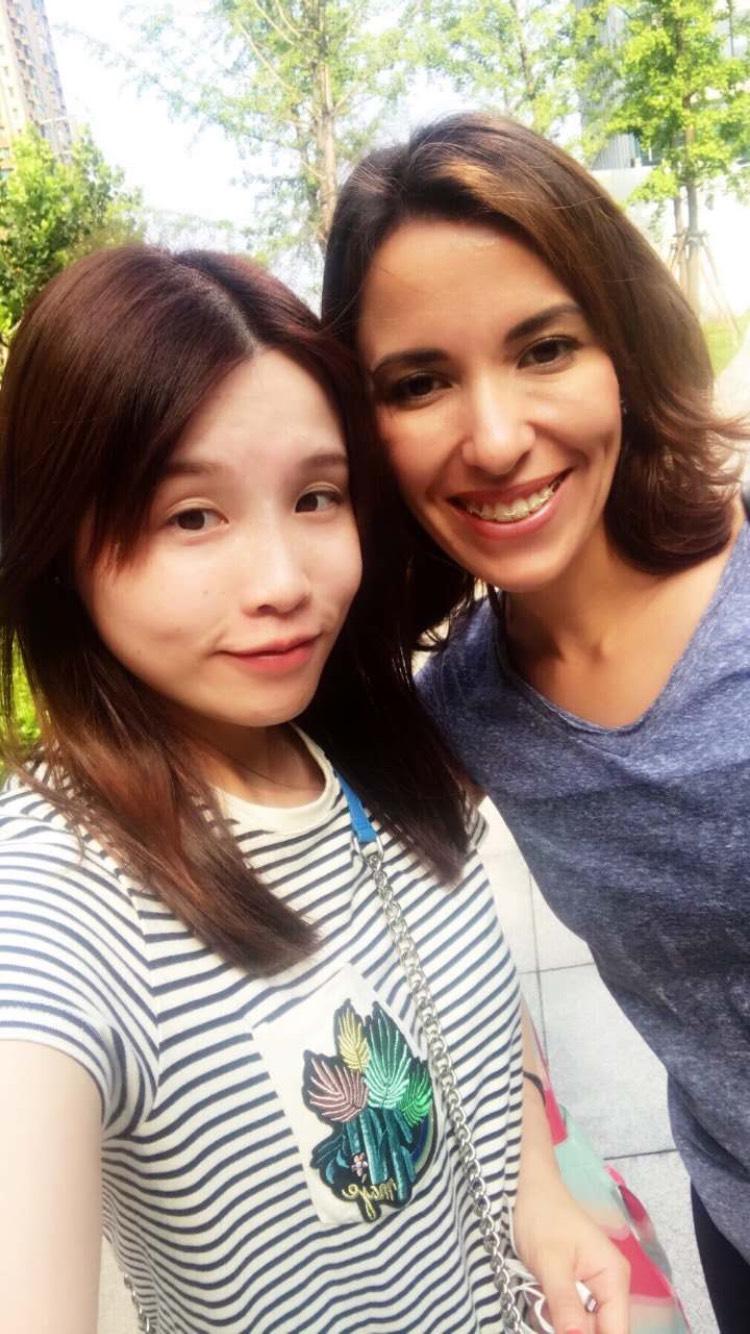 Надя с местной подругой